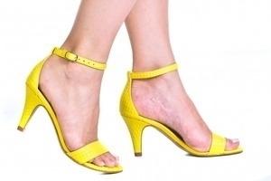 Sandália Simples Amarela
