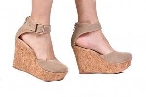Sapato Anabela Camurça Bege